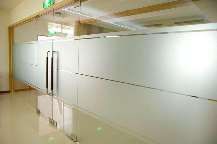 Giấy dán kính mờ thường được sử dụng chủ yếu cho văn phòng