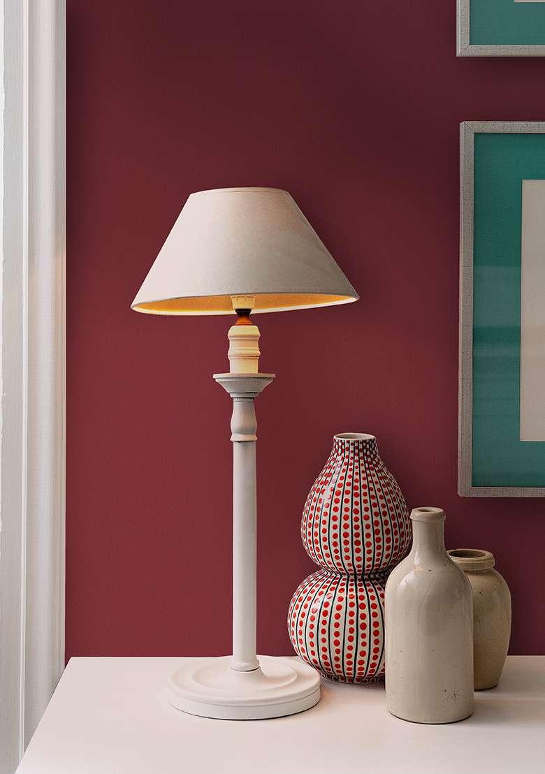 Giấy dán tường màu đỏ đun trơn đậm rất thích hợp sử dụng cho người thuộc bản mệnh thổ
