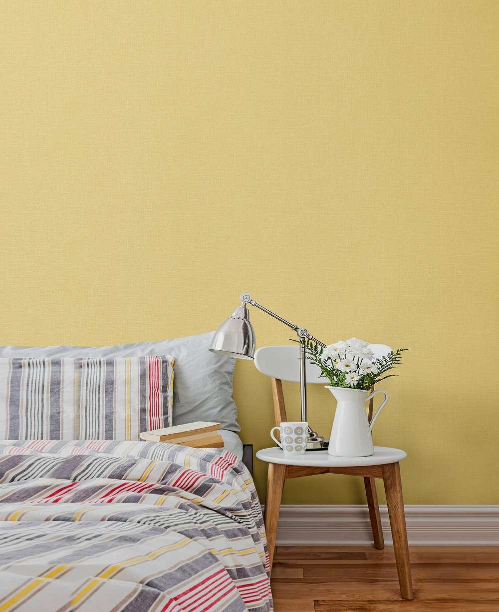 Mẫu giấy dán tường màu vàng tươi thường được sử dụng trong dán tường phòng khách