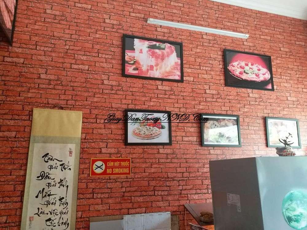 Trang trí quán cafe bằng mẫu giấy dán tường giả gạch đỏ của Thụy Điển