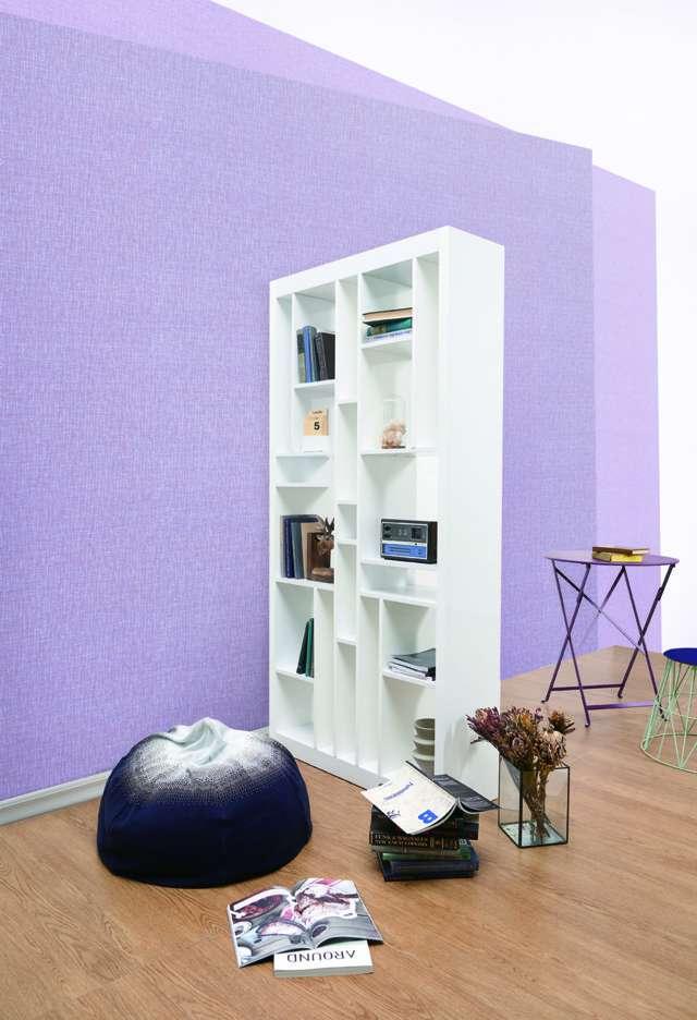 Ngoài ra màu tím cũng là mẫu màu tương sinh với mệnh thổ, tuy nhiên các mẫu giấy dán tường màu tím thường rất hiếm gặp
