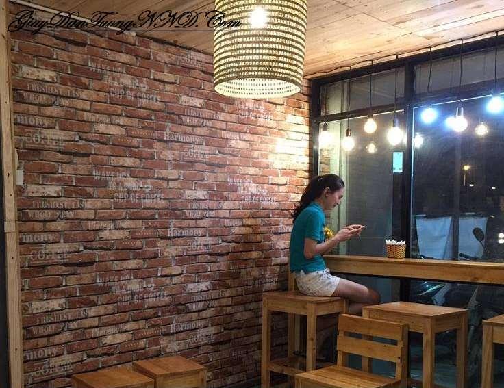 Thi công thực tế mã giấy dán tường giả gạch 87028-2 cho quán cafe