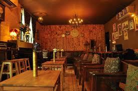 Sử dụng giấy dán tường loại nào cho quán cafe