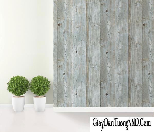 Giấy dán tường giả gỗ cũng là 1 gợi ý tuyệt với cho bạn trong việc trang trí phòng khách nhỏ