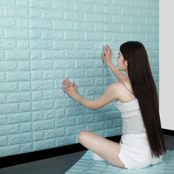 Cách dán xốp dán tường khá đơn giản, các bạn hoàn toàn có thể tự dán mà không cần đến thợ